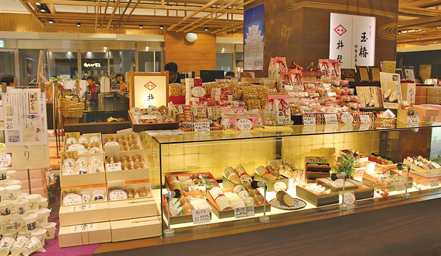 姬路必去JR站旁集時尚、伴手禮與美食的「piole HIMEJI大型綜合購物廣場」的年輪蛋糕捲店「杵屋」